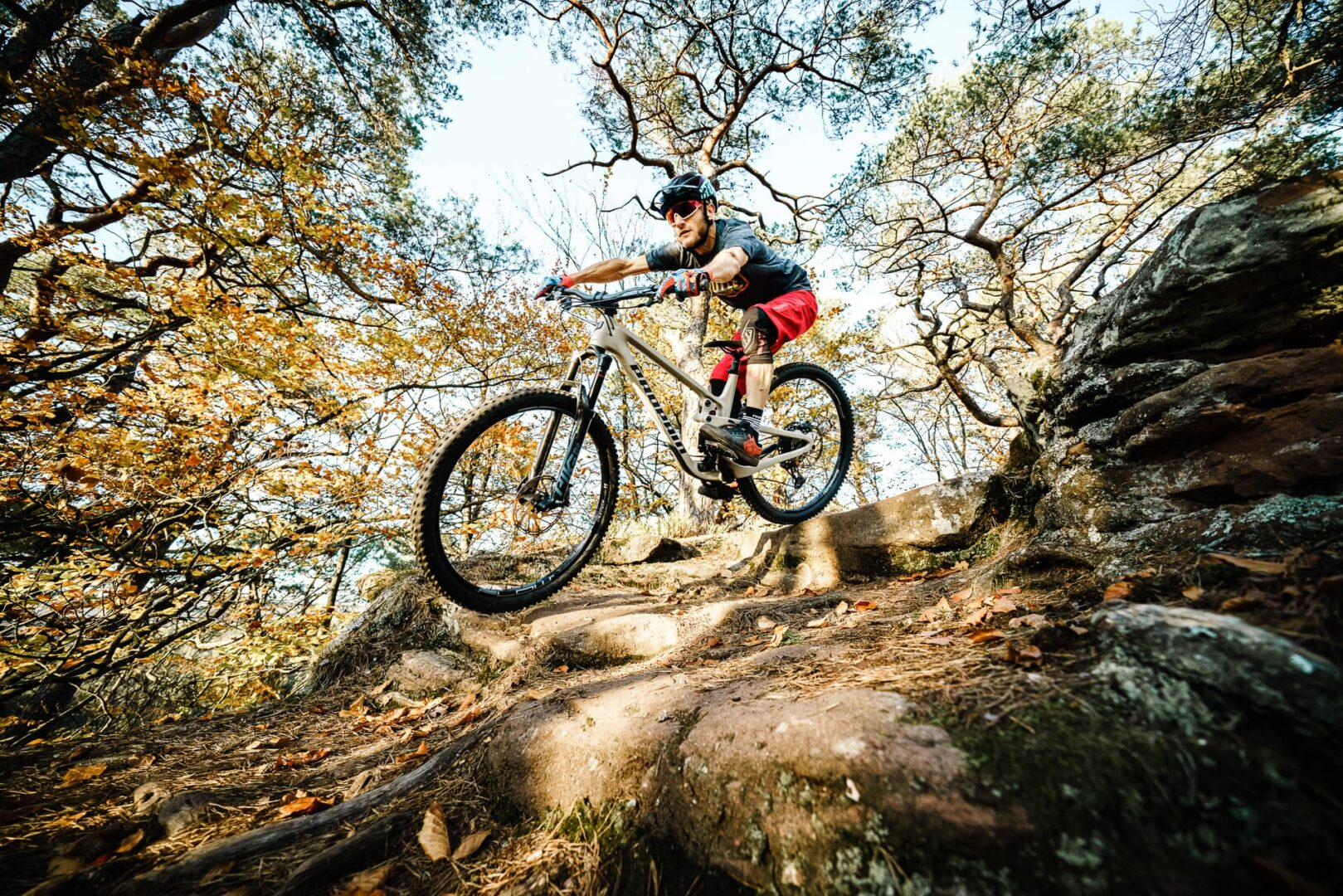 Is there a better feeling than to become one with your bike?Feeling the flow and simply let run? Our Hugene puts a grin on your face on every trail and allows you to enjoy yourself and just have fun.