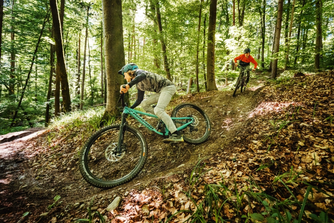 Up and DownThe optimal combination of the top tube length with the steep seat angle allows the youngsters an upright pedal position and a balanced weight distribution when going downhill.