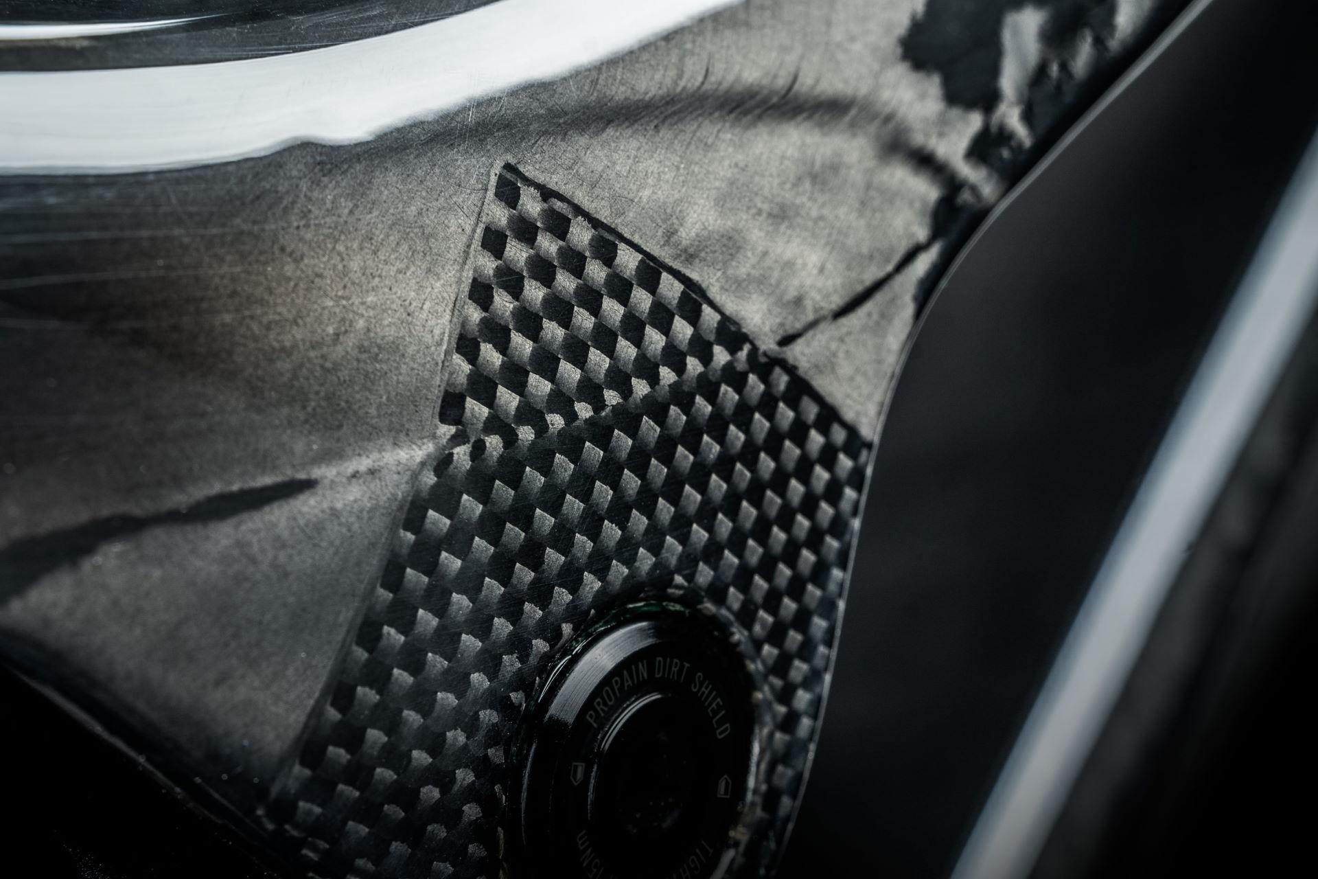 PROPAIN-Rage-CF-CloseUp-Blend-Carbon-Fivers-web